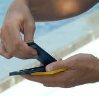 Как легко вернуть кжизни телефон, который упал вводу